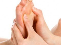 Foto fysiotherapie voeten, van de Osteopraktijk in Amsterdam, behandeling van bewegingsbeperkingen van botten, spieren, bloedvaten, ingewanden.